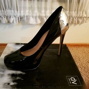 Great pair of gently wore pump! Very stylish!!